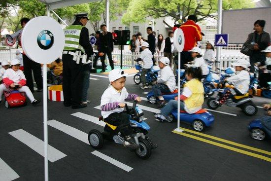 BMW儿童交通安全训练营西子湖畔寓教于乐