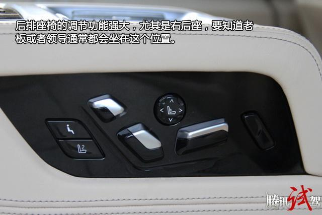 全新宝马7系购车手册 相比领先型贵17万元的豪华型在配置上增加了智能激光大灯、整体主动转向系统、后排座椅电动调节、后排座椅通风、前后排座椅按摩、全景影像、自动泊车、驾驶辅助系统及星空全景天窗。豪华型所增加的配置不仅让后排乘客舒适性大幅提升,驾控方面也有着较大提升,性价比相当突出。