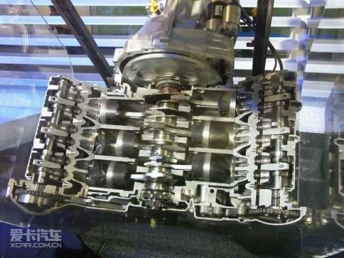 而发动机整体高度较小就便于在有限的发动机舱中增加涡轮增压器的装置