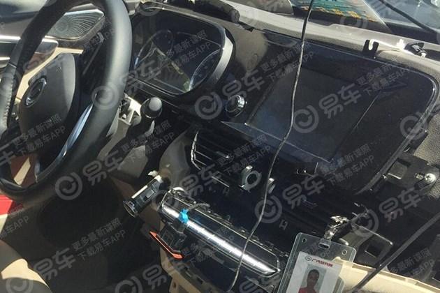 广汽传祺新款GA8测试谍照 内饰换装电子挡杆