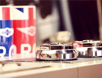 还有很多来自英国工厂的精品选装件供用户挑选