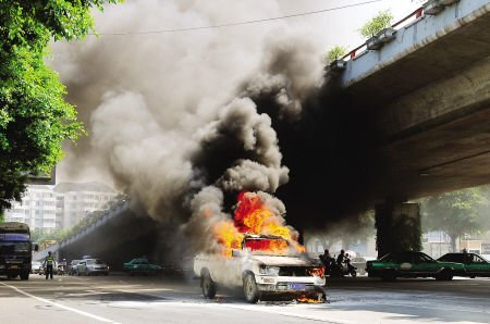 专家支招 夏季如何防范汽车自燃
