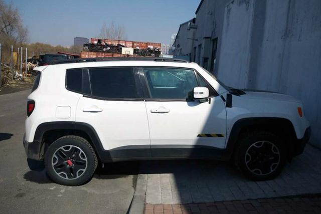 国产Jeep自由侠外观也与海外版保持基本一致-国产Jeep自由侠内饰谍