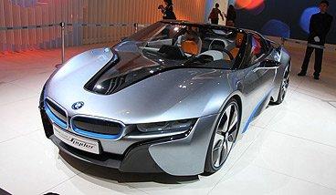 宝马i8 Spyder采用CFRP碳纤维复合材料和铝合金车身