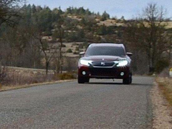 近日,雪铁龙发布了全新DS WildRubis概念车的首张预告图,据悉新车将在本月开幕的上海车展首发亮相,随后最快有望于明年实现国产,而未来其在国内的竞争对手将瞄准包括奥迪Q3、宝马X1以及路虎揽胜极光等一类紧凑豪华SUV车型