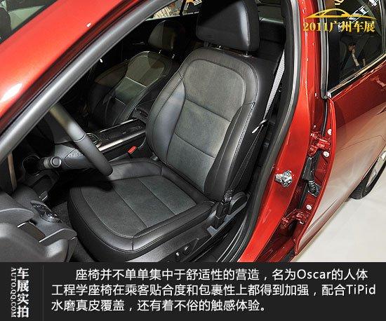 国产雪佛兰迈锐宝实拍图解 座椅并不单单集中于舒适性的营造,名为Oscar的人体工程学座椅在乘客贴合度和包裹性上都得到加强,配合TiPid水磨真皮覆盖,还有着不俗的触感体验。前排电动座椅应该会出现在高配车型上,驾驶席配置了电动八向调节和四向靠腰调整功能,不过座椅记忆功能尚未在迈锐宝上发现。 官方给出了一个名为深海静音工程的词汇,其实就是想说迈锐宝的隔音性能很出色。起初笔者还持有怀疑态度,但经过着车轰油测试,发现传入到车内的声音较同级车确实要小,在日常行驶的转速区间内,噪音能控制在很低水平。而这些则要得益于