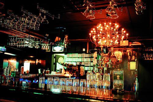 几乎家家都设有酒吧,与酒吧一条街等处的酒吧不同,五星级酒店里的酒吧