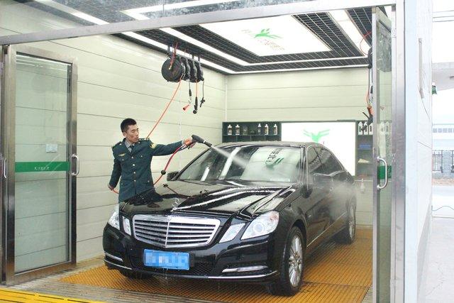 —气动微水高压清洗枪,相比传统洗车设备可节水90%.图片