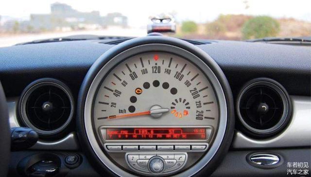 给爱车加油的四大误区 不注意会损耗爱车