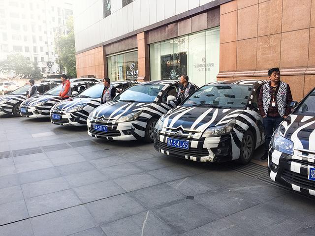 """""""我们想到了城市中最大的移动车队——出租车.图片"""