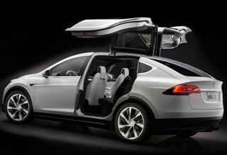 特斯拉首款SUV车型Model X发布 鹰翼车门设计