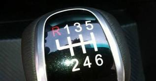 开手动挡车最容易犯的几个错误!看你有几个?