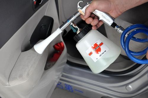 如何巧妙清洗各种汽车内饰 自己动手丰衣足食