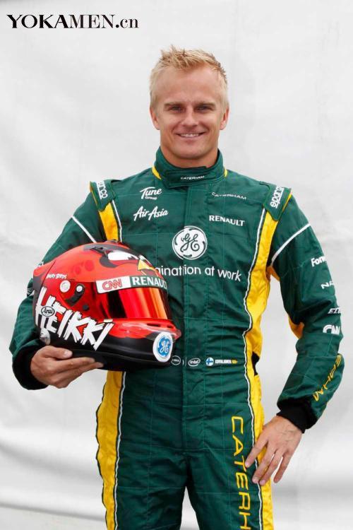 愤怒的小鸟飞进F1 科瓦莱宁展示新头盔