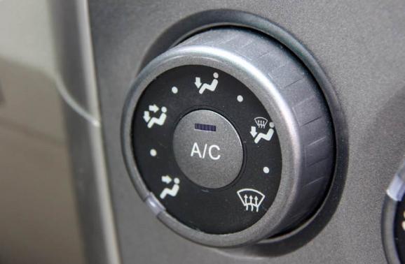 开了暖风后AC开关也自动打开了?这是为啥?