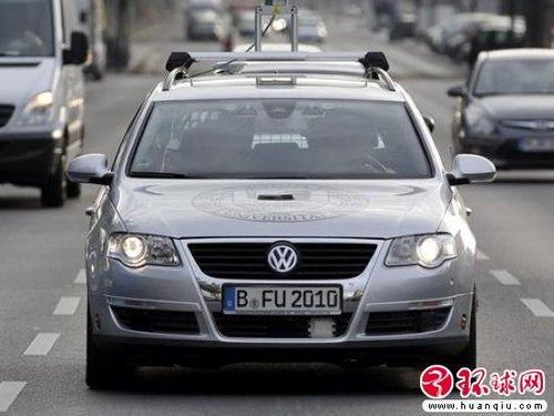 德国展示无人驾驶帕萨特 可应对红绿灯高清图片