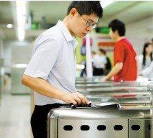 深圳市民刷手机就可乘公交地铁