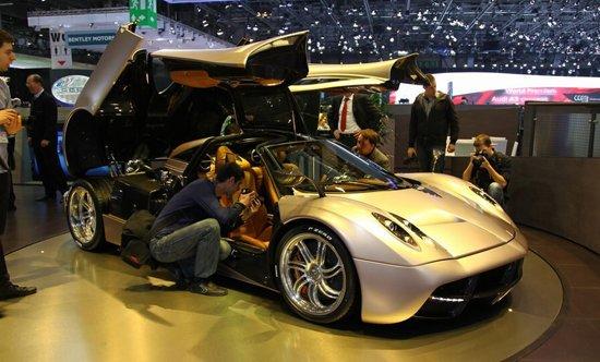 国内售价将超千万 帕加尼新超跑Huayra亮相