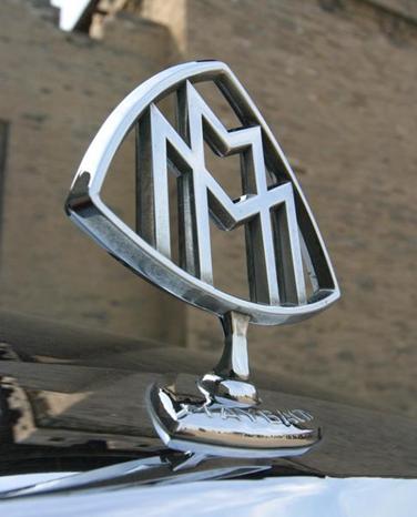 迈巴赫车标价值17万 半月内2次被盗