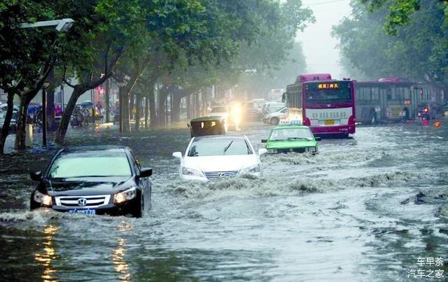 暴雨天开车减少涉水隐患 这几个技巧学到了吗