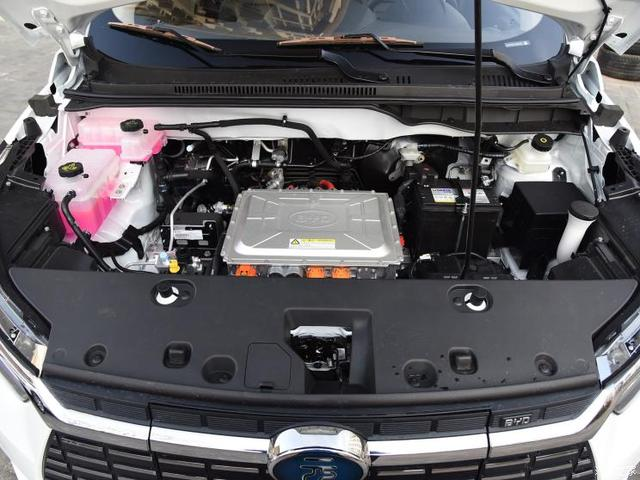 比亚迪 元新能源 2019款 EV360 智联领尚型