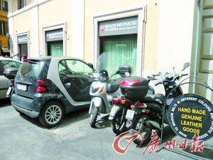 摩托车是罗马人用来短途代步的交通工具,比如买些日常用品。
