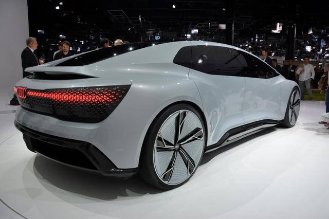 奥迪Aicon自动驾驶概念车亮相 无方向盘/踏板