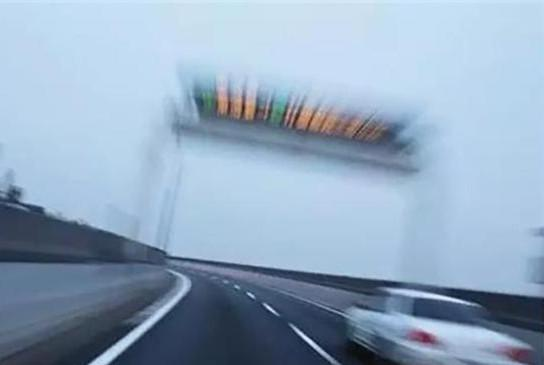 开车几大作死行为 看到第几个你最抓狂?
