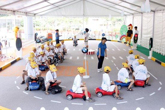 组图:2011bmw儿童交通安全训练营厦门开营