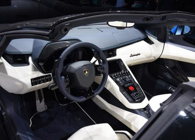 Aventador S敞篷版 装备可拆卸碳纤维敞篷