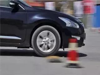 最近开车感觉总跑偏?还真不一定是方向盘的毛病