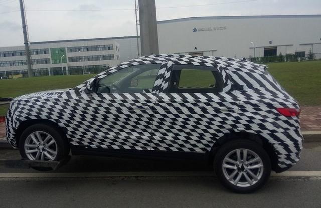曝一汽吉林小型SUV车型R020谍照 11月上市高清图片