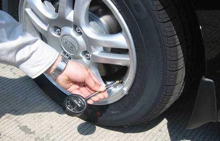 别再抱怨拥堵的道路 这些省油技巧你知道吗
