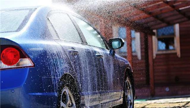 给车洗澡有讲究 这几个坏习惯加速爱车变老