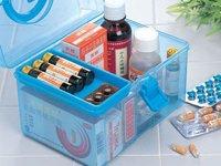 准备好一份小药箱(止血绷带、消炎药、感冒药、止腹泻药、晕车药、防蚊虫喷剂等等)