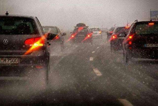 开车上高速突遇大暴雨咋办 做好这些才是正确的