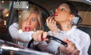 弱点之三:女性爱臭美 小物件易惹车祸