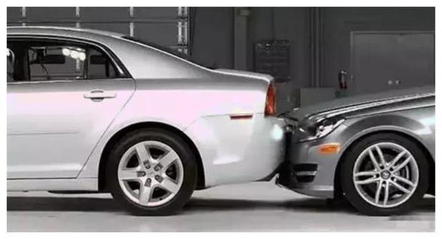 被人追尾后老司机都会这么做 学会了省不少钱