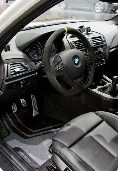 宝马日前宣布,将在下周开幕的法兰克福车展上展示全新一代1系的M运动外观套件,这个套件仅是针对普通版1系作出外观调整,和此前的1系M车型无关