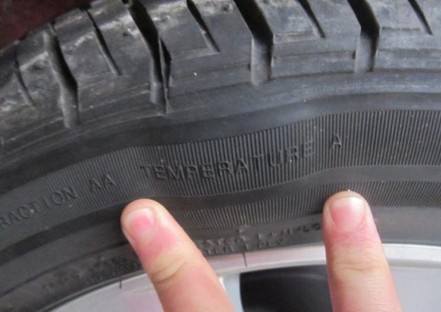 当心!车胎上出现这个迹象千万别摸它!