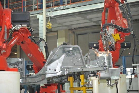 [腾讯造车]什么是焊接机器人?图片