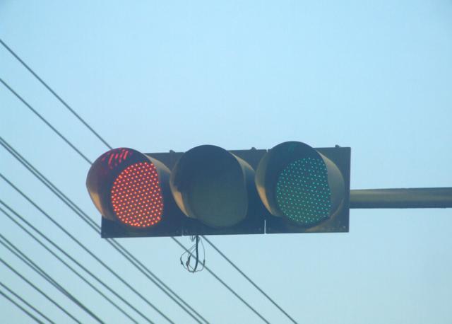 间断性踩油门的操作 能让我们在行驶时省油吗