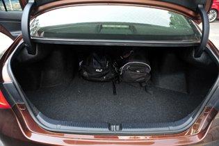 丰田锐志--出门远行必备行李箱