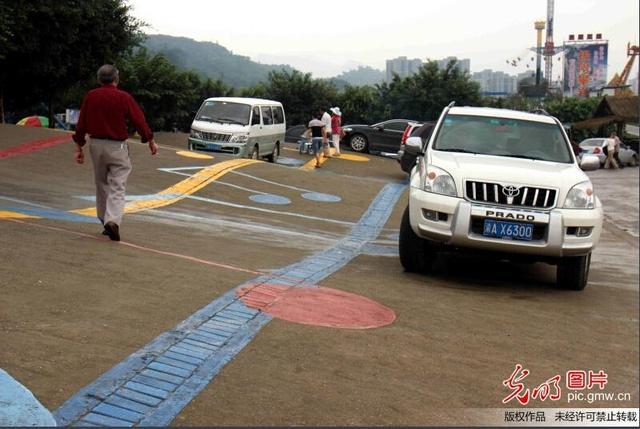 《每日猜车》第416期:重庆现音符停车场