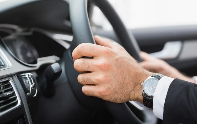 记好了 这些全是高速上的救命驾驶技巧!