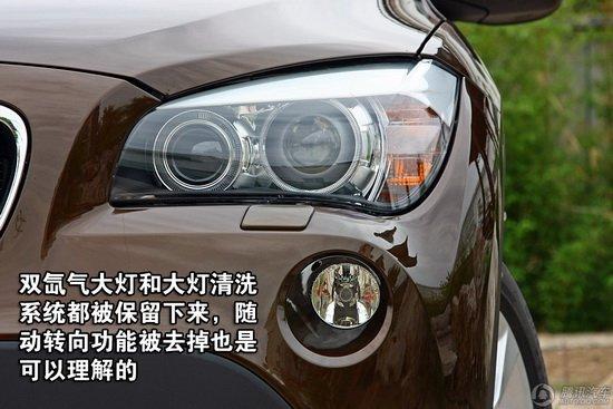 在灯光配置方面,宝马x1全系车型均配备了自动氙气头灯,并且大灯高度