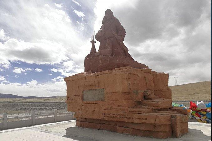 索南达杰纪念碑