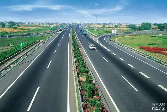 为啥高速公路上没有路灯 原来不仅仅是省钱