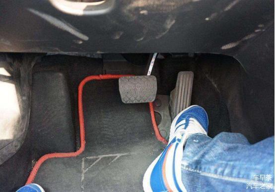 如何避免油门当刹车 学会这些再也不犯这种错误