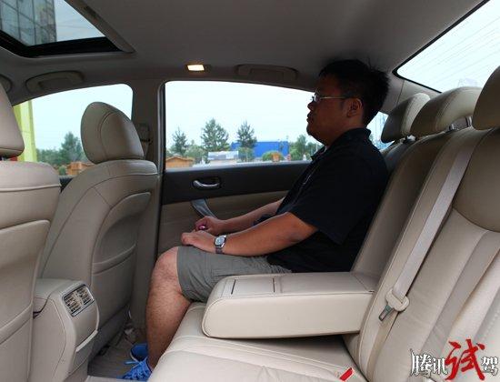 汽车频道 试驾评测 正文    车内空间:8分   新天籁2775mm的轴距在